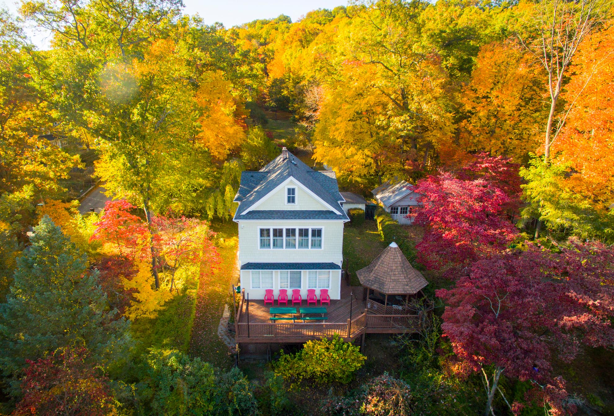 Drone photograph of Lake Home with Autumn Leaves
